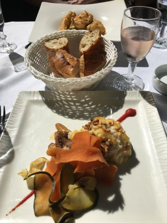 Сере, Франция: Main course of local white fish & crisp Launguedoc rosé