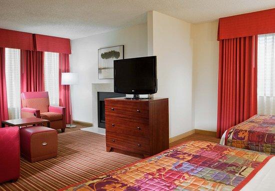 Irving, TX: Queen/Queen Suite