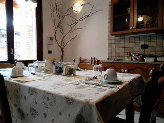 Cucina con vista sul cortile - Foto di Corte Pomgrana\' B&B ...