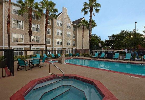 Residence Inn Orlando East/UCF Area: Outdoor Pool & Whirlpool