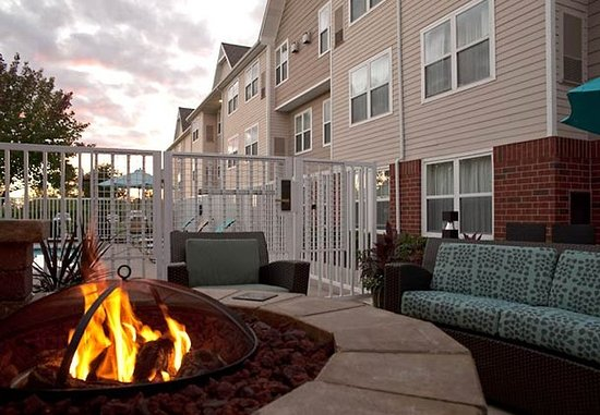 Grandville, MI : Outdoor Patio & Fire Pit