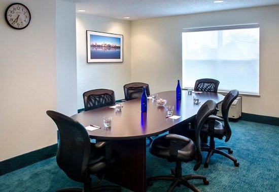 East Greenbush, NY: Executive Boardroom