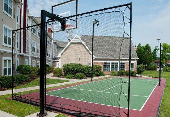 Residence Inn Fort Wayne: Sport Court
