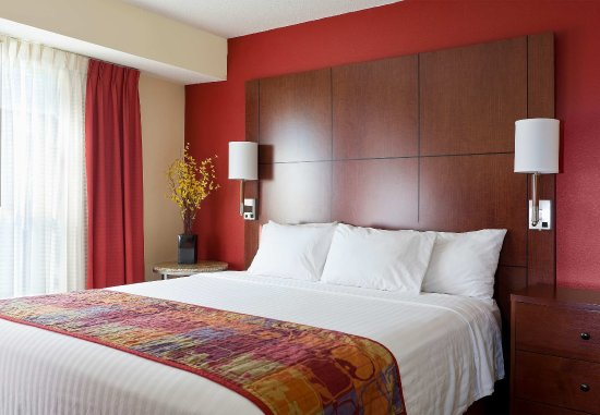 Peoria, IL: Suite   Bedroom