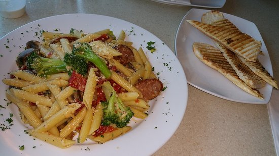 Cortlandt Manor, Estado de Nueva York: Pasta Dish with sausages and vegetables... LOVED it!