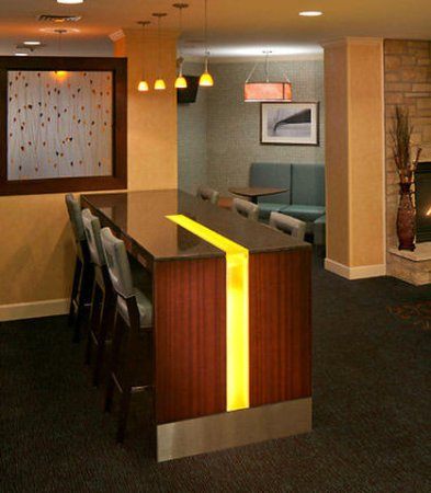 Earth City, MO: Communal Table