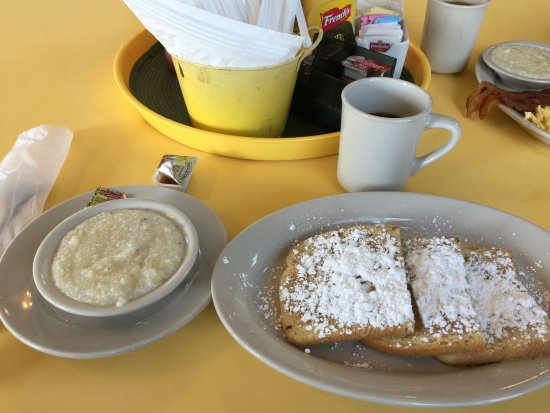 Buttercup Restaurant: Tasty french toast with coffee and grits.