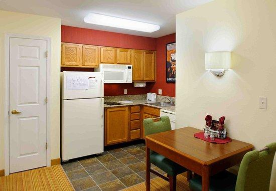 North Dartmouth, MA: Suite Kitchen