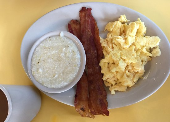 Buttercup Restaurant: Bacon eggs and grits