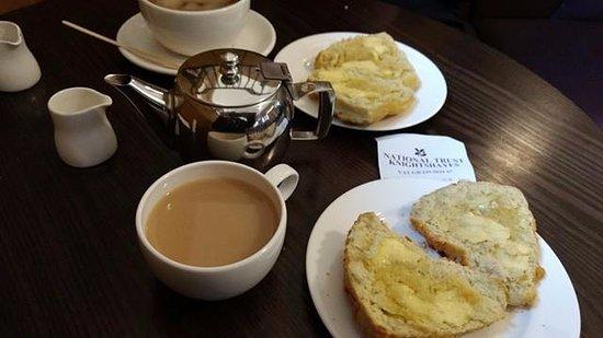 Tiverton, UK: cheese scones