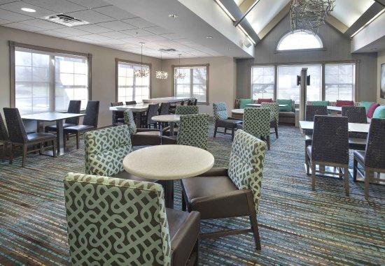 Cranbury, NJ: Lobby - Dining Area