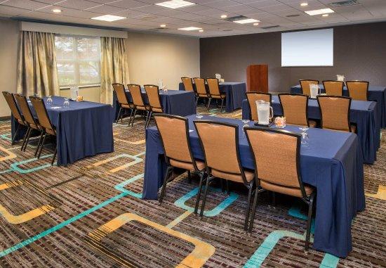 Residence Inn Frederick: Meeting Room - Classroom Setup