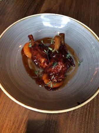 Cookham, UK: Crispy Duck Wings (Starter)
