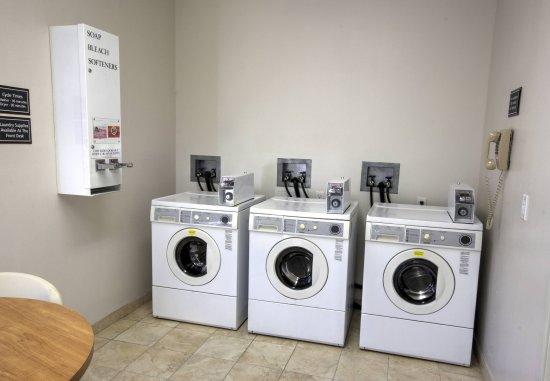 Sebring, FL: Guest Laundry