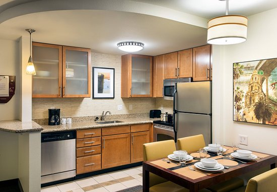 two bedroom suite kitchen fotograf a de residence inn san diego