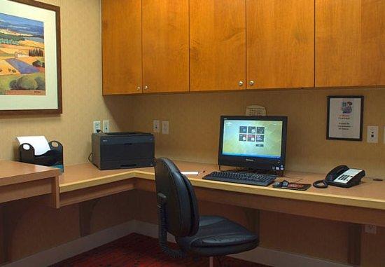 Avon, CT: Business Center