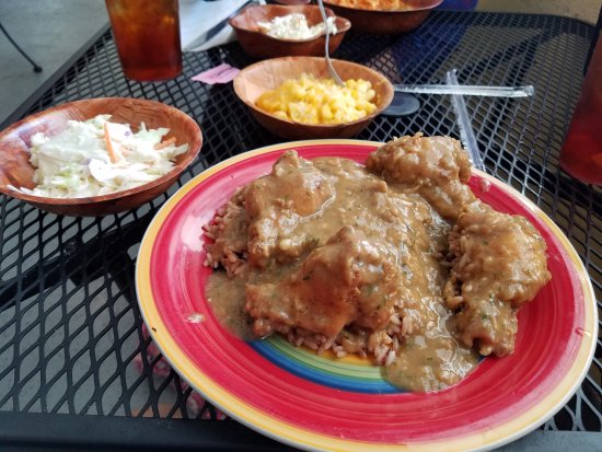 Palmetto, FL: Smothered fried chicken. Mac & Cheese.