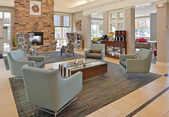 Loveland, CO: Lobby Fireplace Seating Area