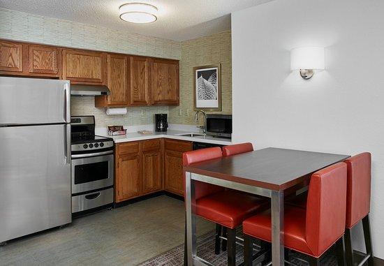 Pontiac, MI: Two-Bedroom Suite - Kitchen