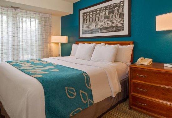 Ellicott City, MD: One-Bedroom Suite Sleeping Area