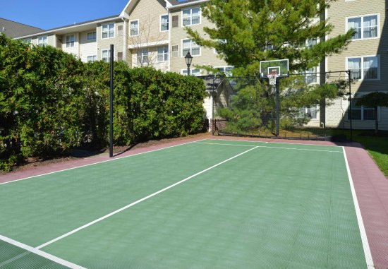 Troy, OH: Sport court
