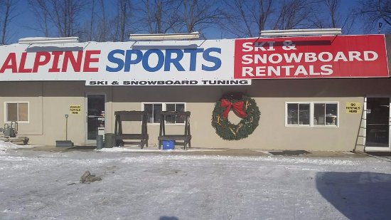Blue Mountains, Canada: Our store front with plenty of parking.