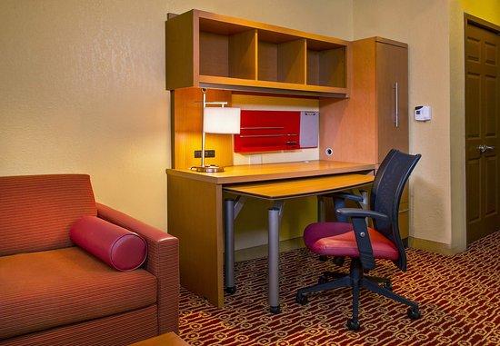 Falls Church, VA: Studio Work Desk Area