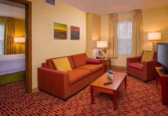 Falls Church, VA: Two-Bedroom Suite