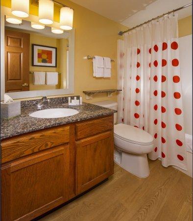 Falls Church, VA: Suite Bathroom