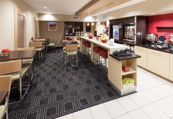 College Station, TX: Breakfast Area