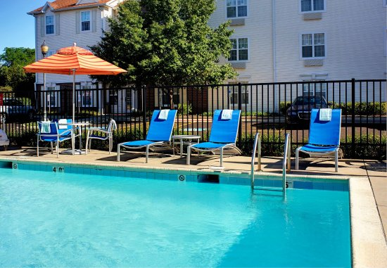 West Dundee, IL : Outdoor Pool