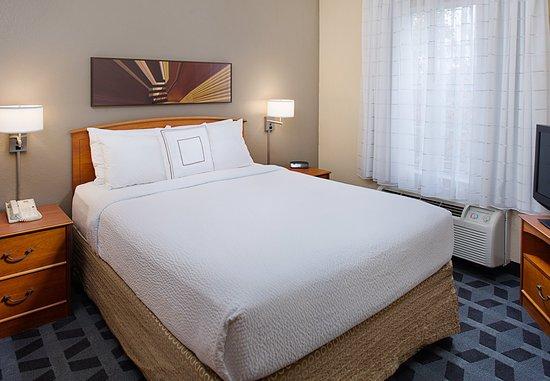 Horsham, PA: One-Bedroom Suite - Sleeping Area