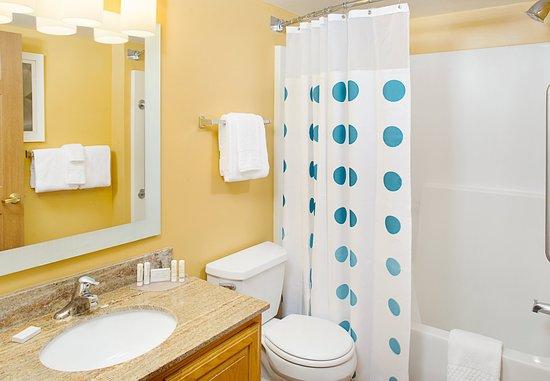 Horsham, PA: Suite Bathroom