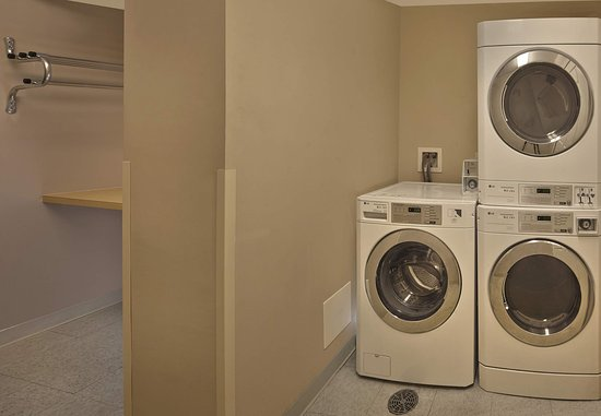 Tewksbury, MA: Guest Laundry