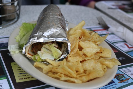 Lou's Restaurant and Bakery: filafel sandwich