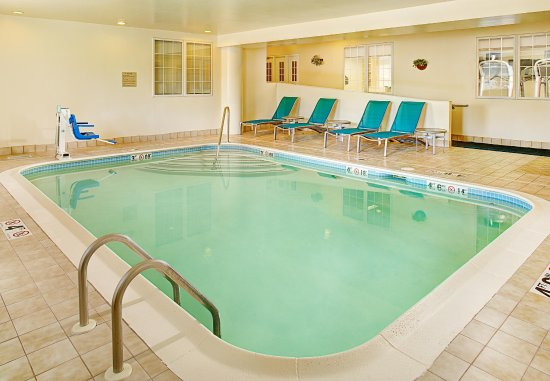 TownePlace Suites Manchester-Boston Regional Airport: Indoor Pool