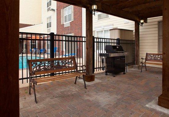 Harahan, LA: Outdoor BBQ Area