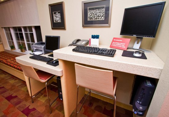 TownePlace Suites Fresno: Business Center