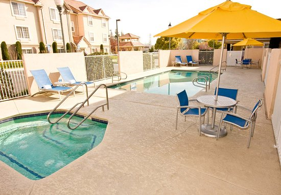 TownePlace Suites Fresno: Outdoor Pool & Spa
