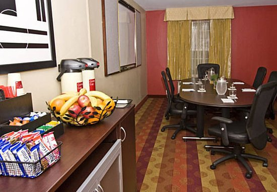 TownePlace Suites Fresno: Conference Room
