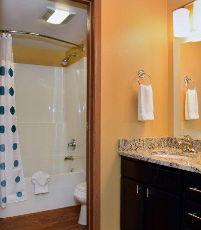 East Lansing, MI: Two Bedroom Suite Bathroom