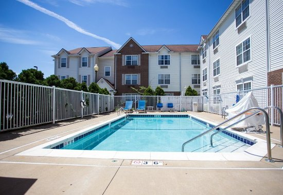 TownePlace Suites Cleveland Streetsboro: Outdoor Pool