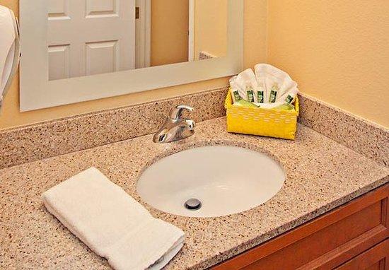 Rancho Cucamonga, CA: Guest Room Bathroom
