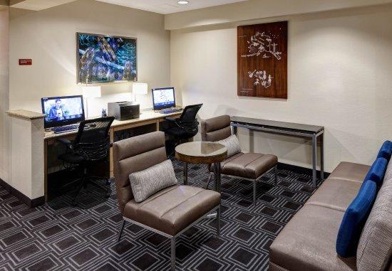 Suffolk, VA: Business Center