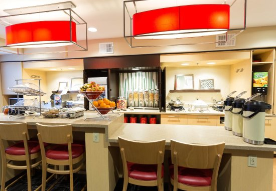 TownePlace Suites Sunnyvale Mountain View: Breakfast Buffet
