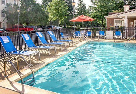 TownePlace Suites Newport News Yorktown: Outdoor Pool