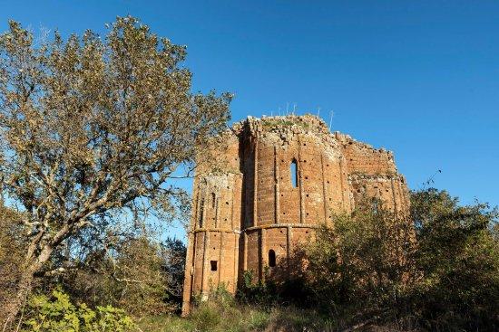 Vetralla, Italy: tombe doriche
