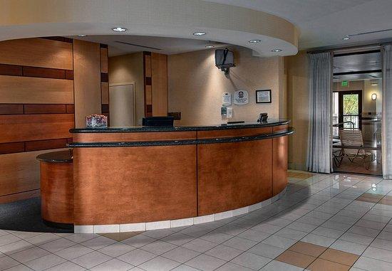 SpringHill Suites Denver Airport: Front Desk