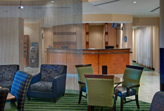 SpringHill Suites Denver Airport: Lobby Sitting Area