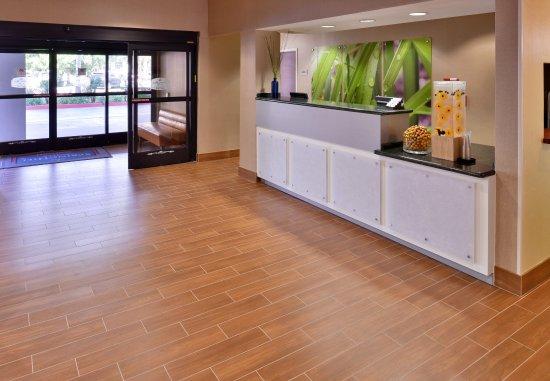 SpringHill Suites Pasadena Arcadia: Front Desk